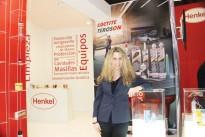 Henkel com orientações web para reparação automóvel