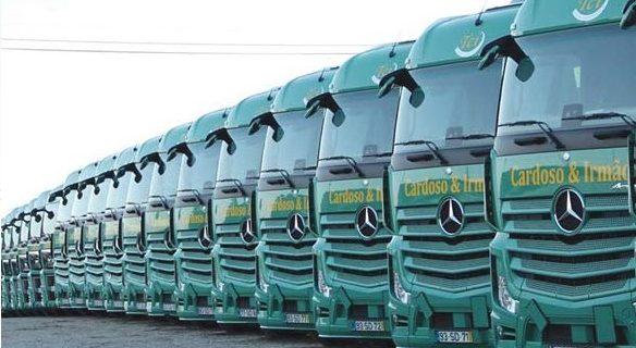 Mercedes-Benz com entregas de peso