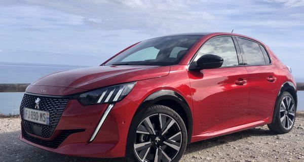 Peugeot 208 – de juba em pé