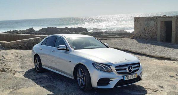 """Mercedes-Benz E300 """"de"""" acordo com a maré"""