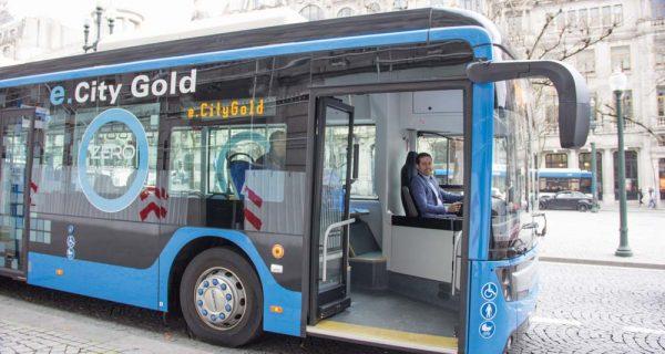Ensaio do e.City Gold sobre o azul do Porto